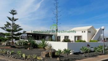 3 Bedroom frontline detached villa for sale in Playa Blanca