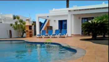 2 Bedroom villa with roof terrace & private pool in Playa Blanca