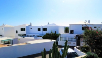 A well presented 2 bedroom duplex with garden for sale in Costa Teguise