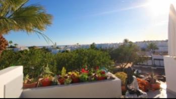 Delightful upper floor apartment with sea views for sale in Los Molinos
