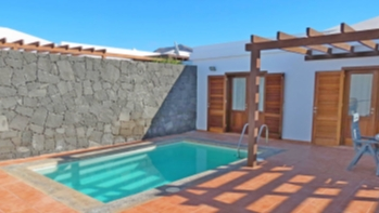 Modern 3 bedroom villa with private pool for sale in Playa Blanca