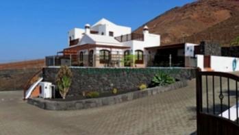 5 Bedroom villa with sea views for sale in Playa Blanca