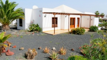 2 bedroom Bungalow on gated complex for sale in Playa Blanca