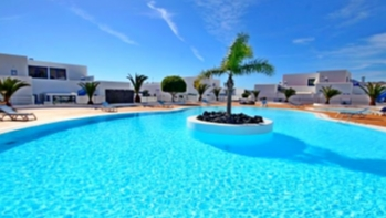 Spacious 3 bedroom duplex in a much sought after complex in Puerto Calero