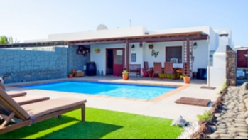 Lovely 3 bedroom semi detached villa with private pool for sale in Playa Blanca