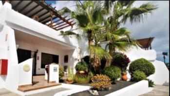 Spacious ground floor 2 bedroom 2 bathroom apartment in Puerto del Carmen