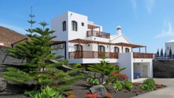 5 Bedroom villa with extensive sea views for sale in Playa Blanca