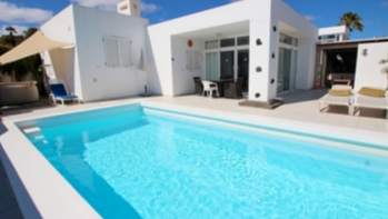 Stunning 2 bedroom 2 bathroom villa in a quiet yet central location in Tias