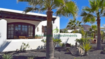 2 Bedroom detached south facing villa with sea views in Playa Blanca