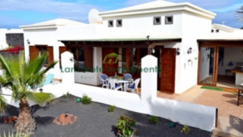 Detached 2 bedroom villa in Faro Park, Playa Blanca
