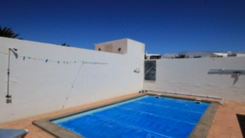 Spacious 4 bedroom Villa with private pool in Costa Teguise