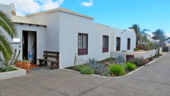 Semi detached 3 bedroom villa for sale in sought after area in Playa Blanca