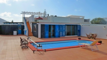 Wonderful 3 bedroom 2 bathroom semi detached villa in Playa Blanca