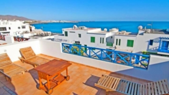Unique opportunity! 3 Bedroom apartment with sea views in Playa Blanca