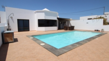 Beautiful 4 bedroom detached villa for sale on the outskirts of Tías