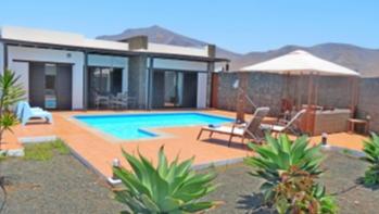 3 Bedroom 2 bathroom detached villa with private pool in Las Coloradas
