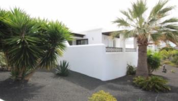 Lovely 2 bedroom detached bungalow with annex studio in Playa Blanca