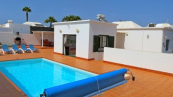 3 bedroom detached villa with private pool in Playa Blanca