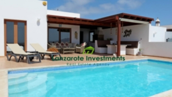 Spectacular 4 bedroom villa with private pool and sea views in Playa Blanca