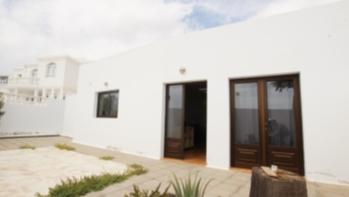 Detached 3 bedroom villa for sale in the popular resort of Puerto Del Carmen