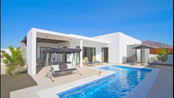 Large impressive 5 bedroom property with private pool for sale in Playa Blanca