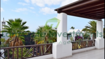 Bungalow on centrally located complex with sea views in Playa Blanca