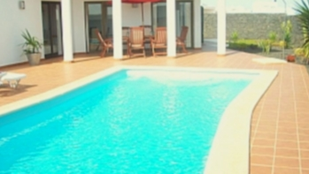 3 Bedroom 3 bathroom detached villa with private pool for sale in Playa Blanca