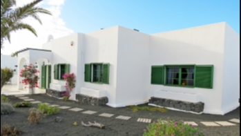 Detached villa with impressive views for sale in Playa Blanca