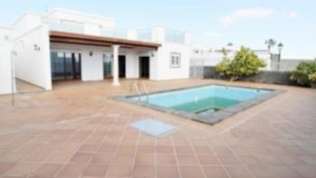 4 bedroom 3 bathroom luxury villa in the exclusive resort of Puerto Calero