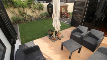 Semi-detached duplex with garden in Costa Teguise