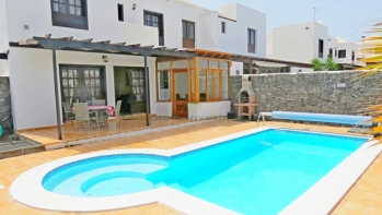 Refurbished villa with private pool in Playa Blanca