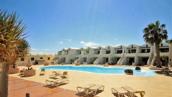 Perfect one bedroom apartment in frontline complex in Costa Teguise