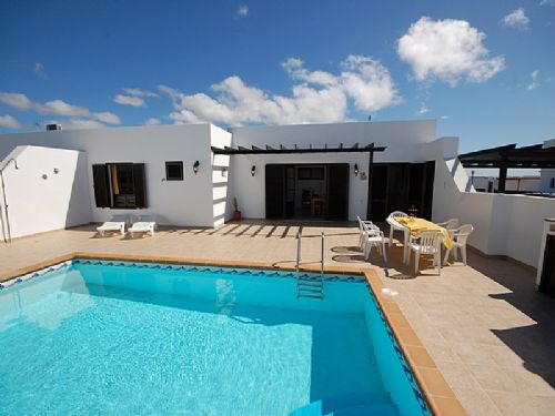 Semi-detached Villa with pool - Playa Blanca
