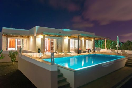 Pure luxury! Villa with sea views for sale in Puerto Calero