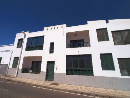 2 bedroom apartment in San Bartolome for sale