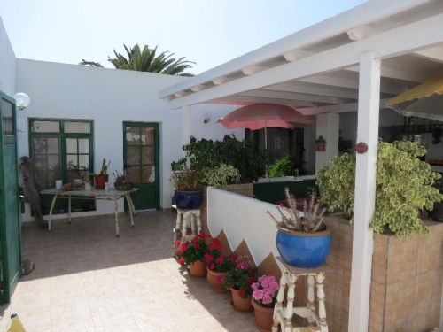 2/3 bedroom villa with studio in Playa Blanca