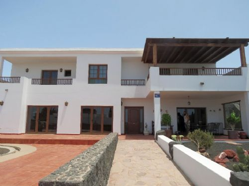 Impressive 3 bedroom villa with pool, Playa Blanca