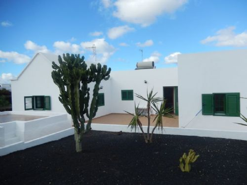 Detached 4 Bedroom villa with Garage - Yaiza