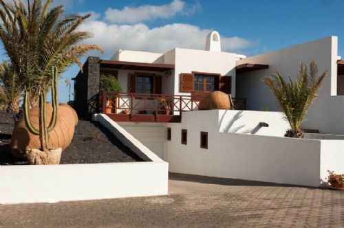 Luxury villa with pool and sea views Playa Blanca