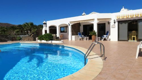 Luxury 4 Bedroom Villa with pool in Playa Blanca