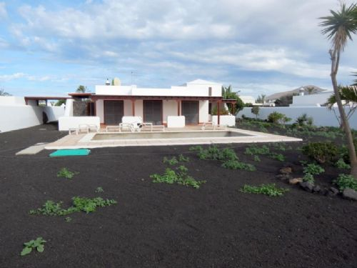 Luxury villa with pool in Playa Blanca for sale