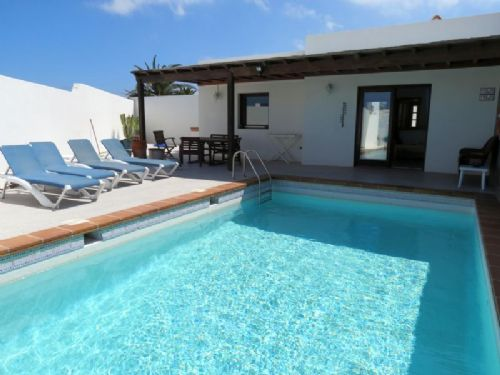 2 bedroom villa in Playa Burgado Playa Blanca