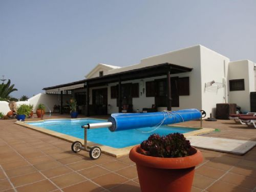 2 bedroom villa with pool, Faro Park Playa Blanca