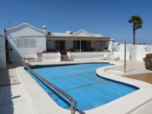 3 bedroom villa with sea views and pool, Tias