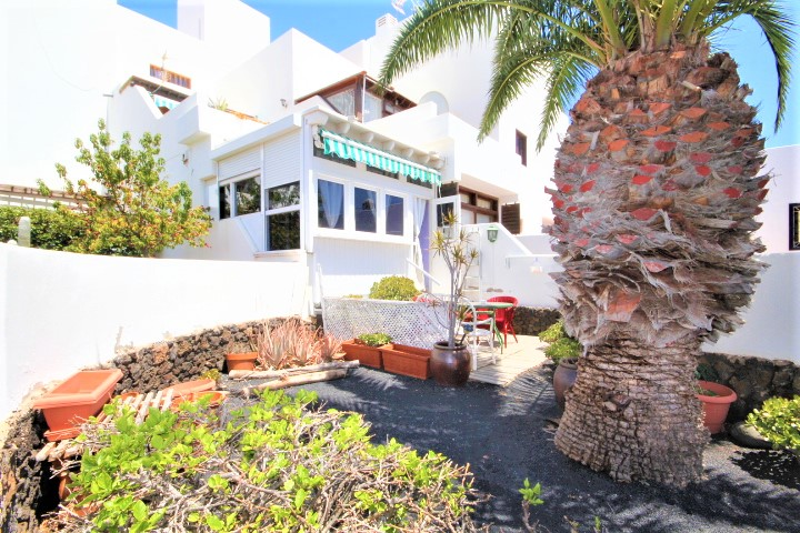 Lovely ground floor apartment with garden for sale in Costa Teguise