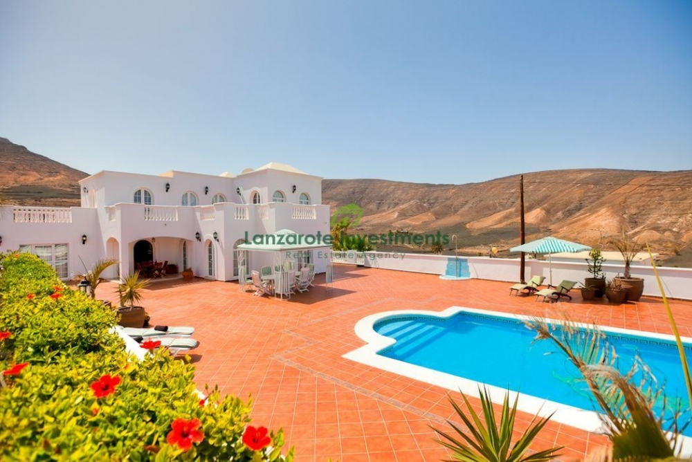 4 Bedroom Villa set on a 5000m2 plot of land in Tabayesco