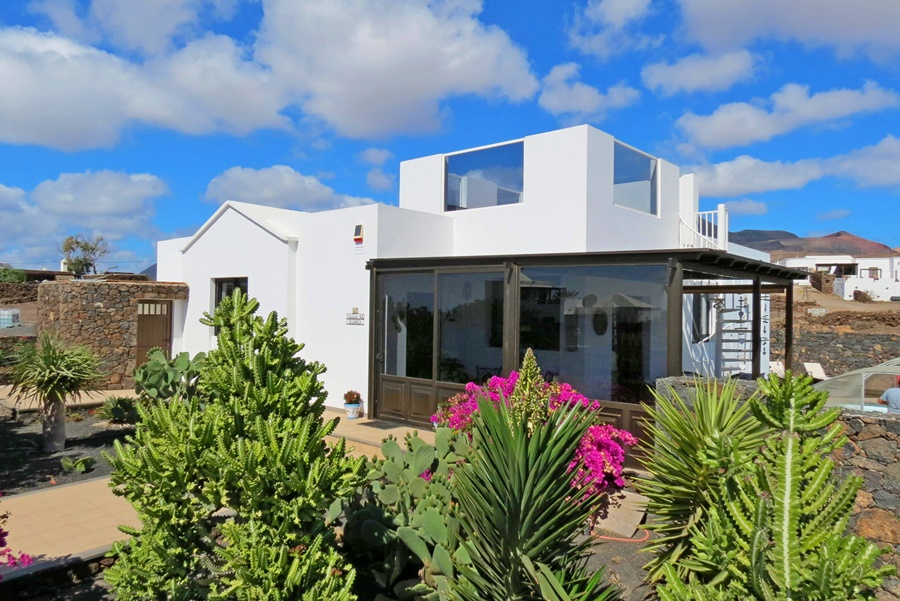 Detached 3 bedroom villa with sea views for sale in Las Brenas