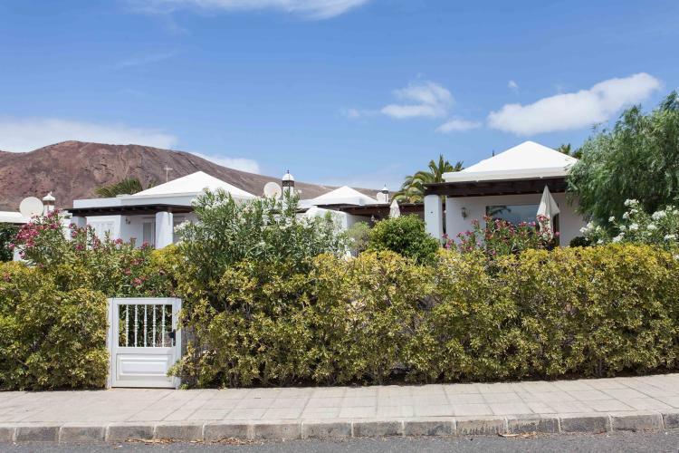 2 Bedroom Villa With Generous Garden For Sale in Playa Blanca