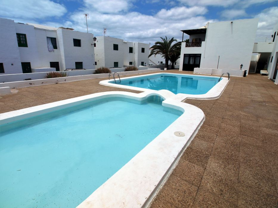 2 Bedroom apartment conveniently located for sale in Puerto del Carmen