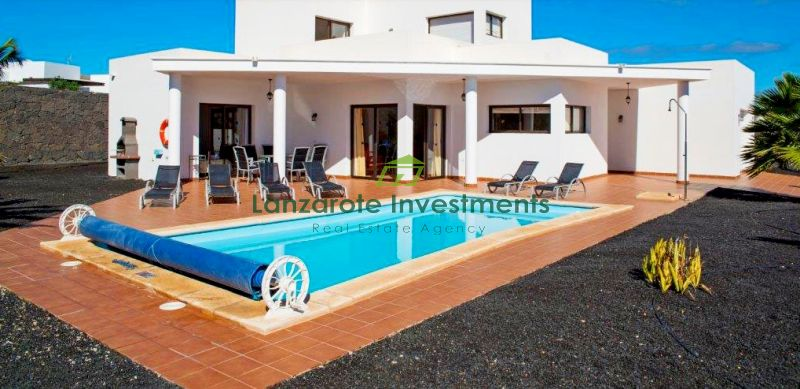 4 Bedroom detached villa with private pool for sale in Playa Blanca